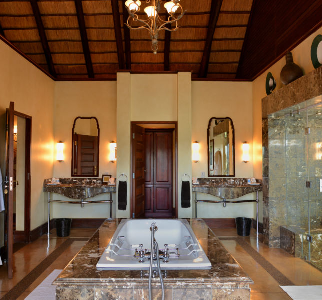 Suite Bathroom Mateya